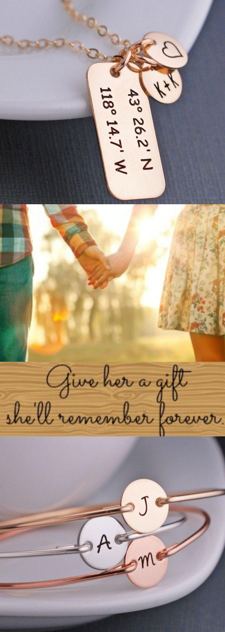 Anniversary Gift Ideas For Girlfriend  Best 25 Girlfriend anniversary ts ideas on Pinterest