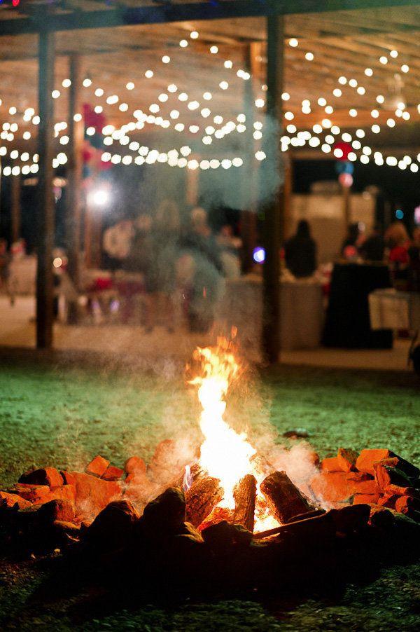 Backyard Fire Pit Party Ideas  25 best ideas about Wedding Bonfire on Pinterest