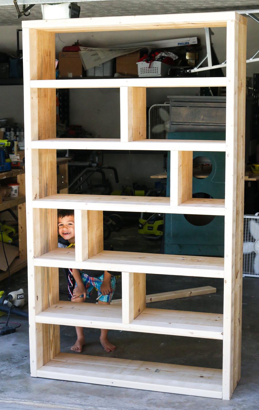 DIY Bookshelf Plans  DIY Rustic Pallet Bookshelf