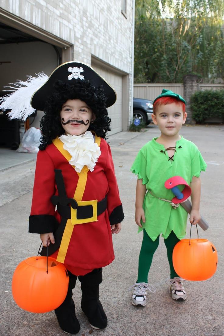 DIY Captain Hook Costumes  25 best ideas about Captain hook costume on Pinterest