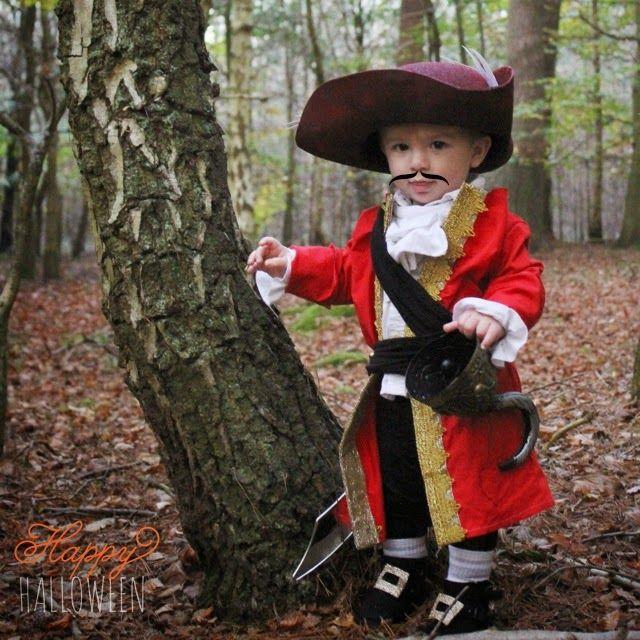 DIY Captain Hook Costumes  1000 ideas about Captain Hook Costume on Pinterest