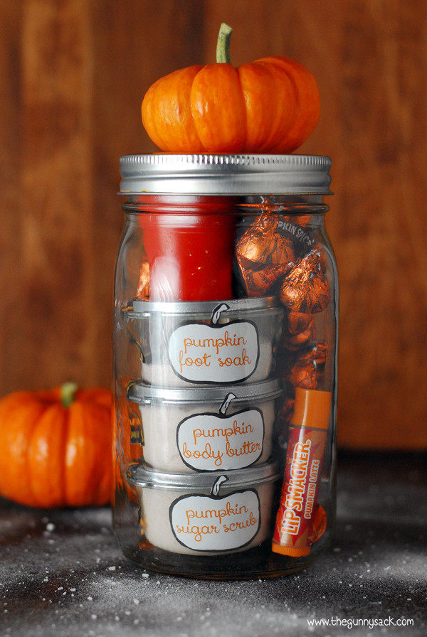 DIY Thanksgiving Gifts  19 Ingenious Gifts in a Jar for the Holiday Season Craft