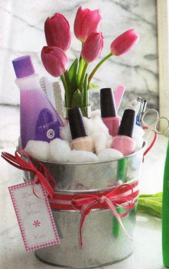 Easter Gift Ideas For Girlfriend  Best 25 Teen t baskets ideas on Pinterest
