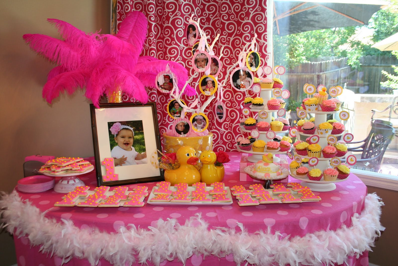 First Birthday Gift Ideas For Girls  35 Cute 1st Birthday Party Ideas For Girls