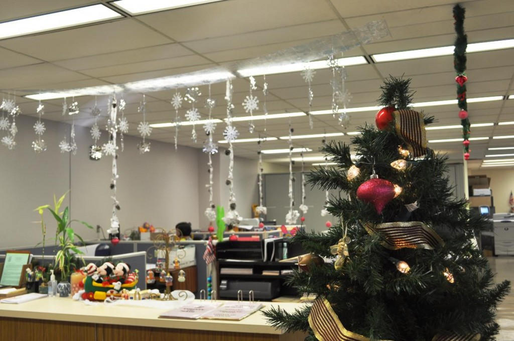 Holiday Party Ideas For Small Office  40 fice Christmas Decorating Ideas All About Christmas