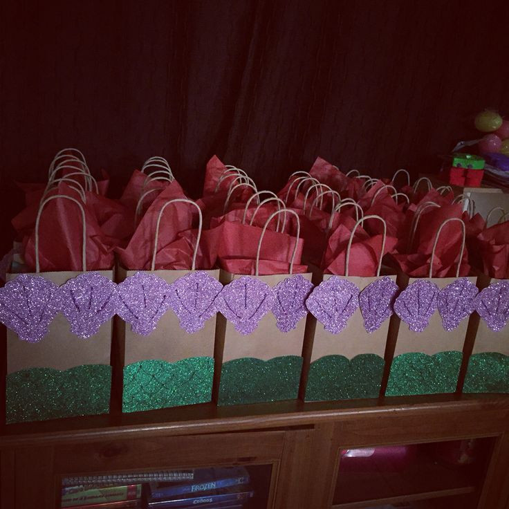 Mermaid Party Gift Bag Ideas  1000 ideas about Kids Party Bags on Pinterest