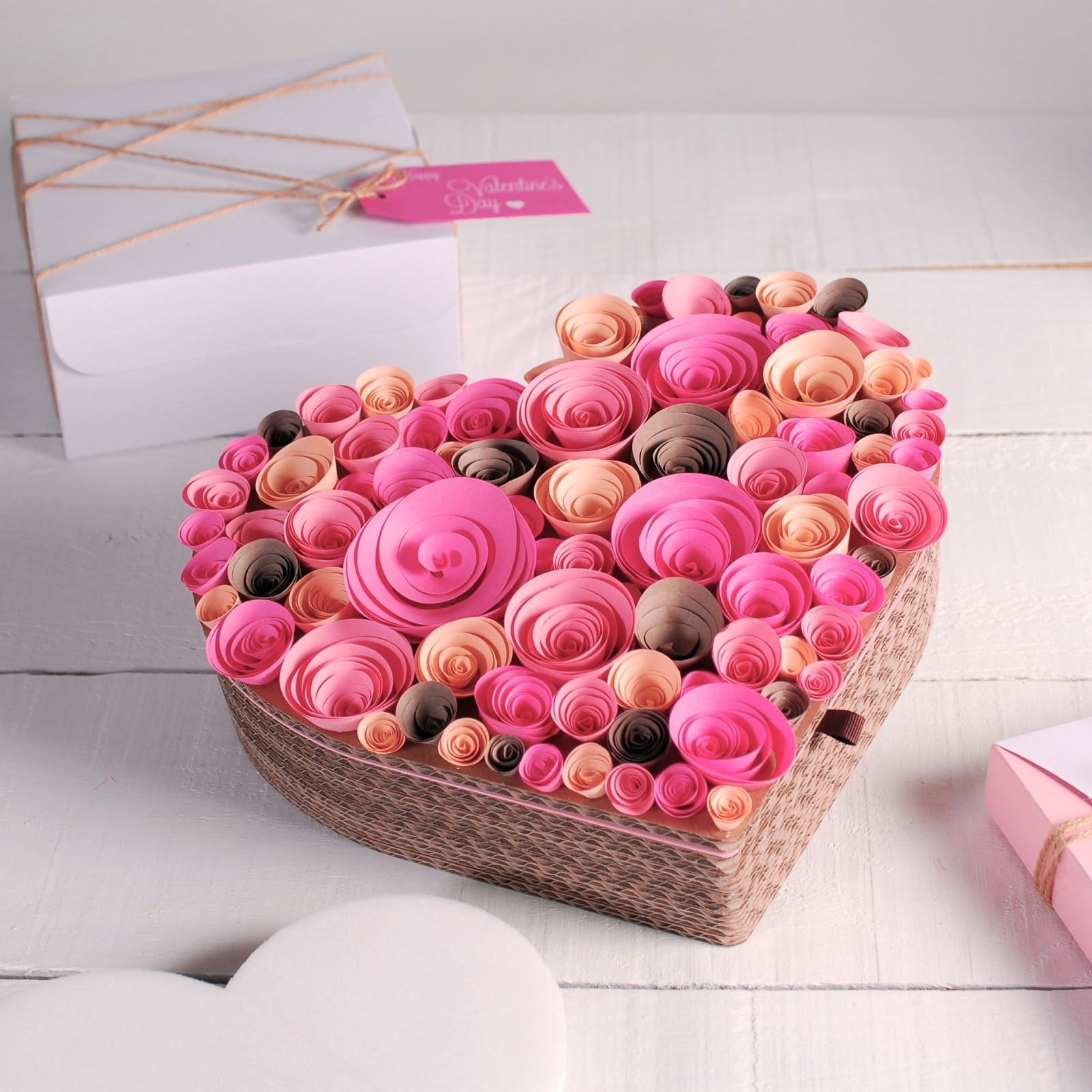 Valentine Day Gift Box Ideas  Gift wrapping ideas for Valentines Day How to decorate a