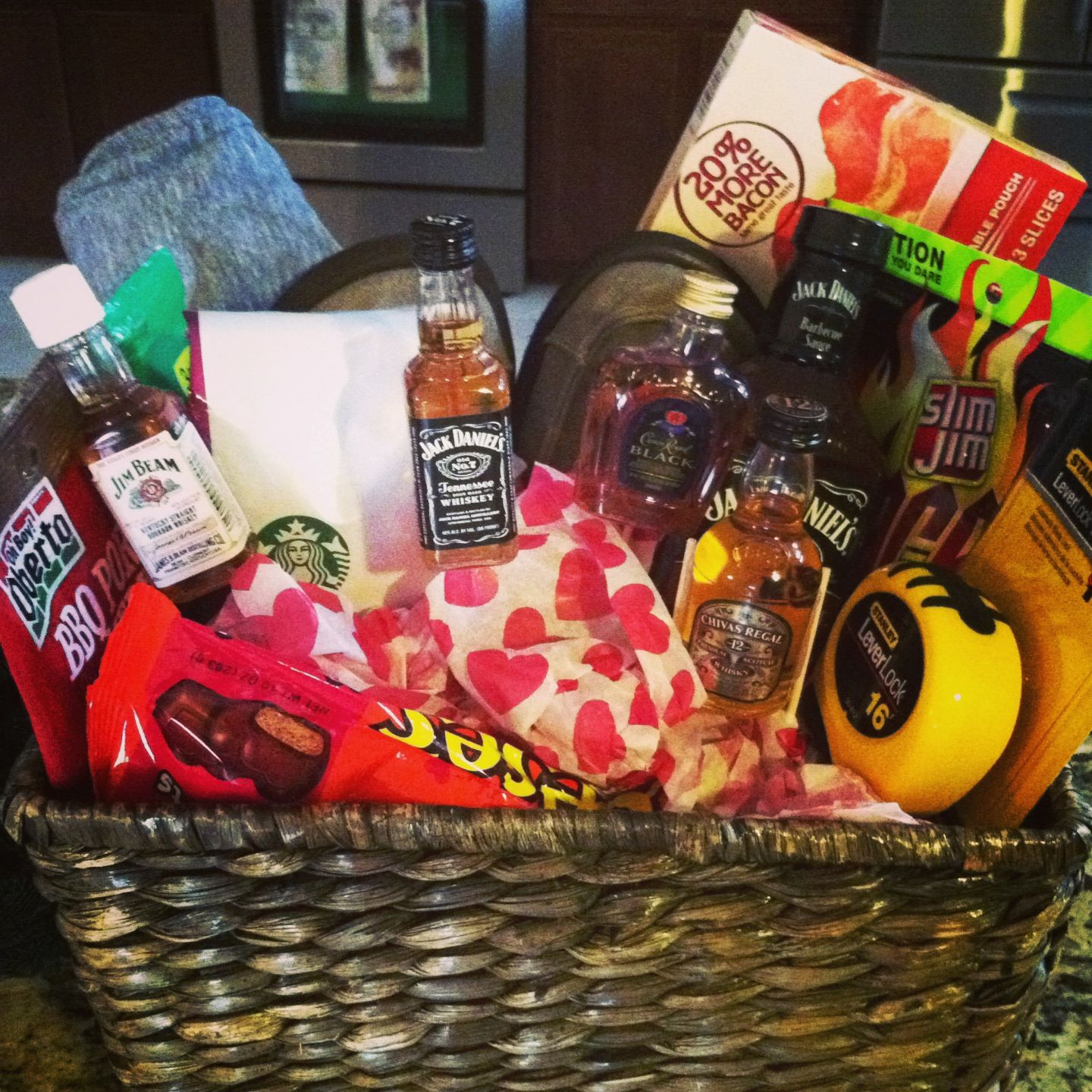Valentine'S Day Gift Delivery Ideas  Valentines Day t basket for him regalos