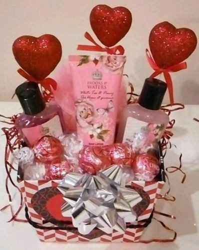 Valentine'S Day Gift Delivery Ideas  1000 ideas about Valentine s Day Gift Baskets on