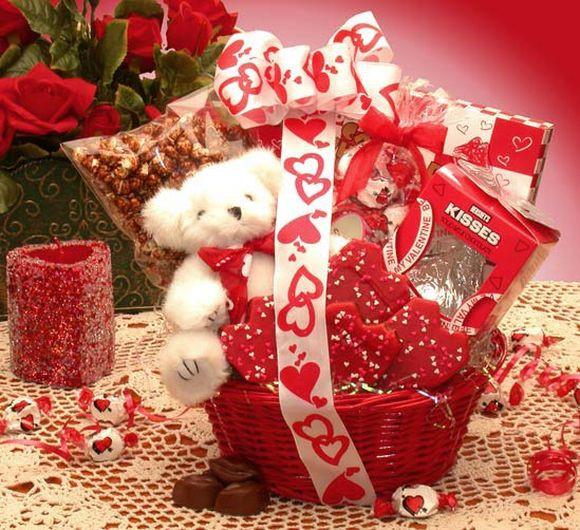 Valentines Day Gift Basket Ideas  15 Valentine Day Gifts Ideas For Him Valentine Gift