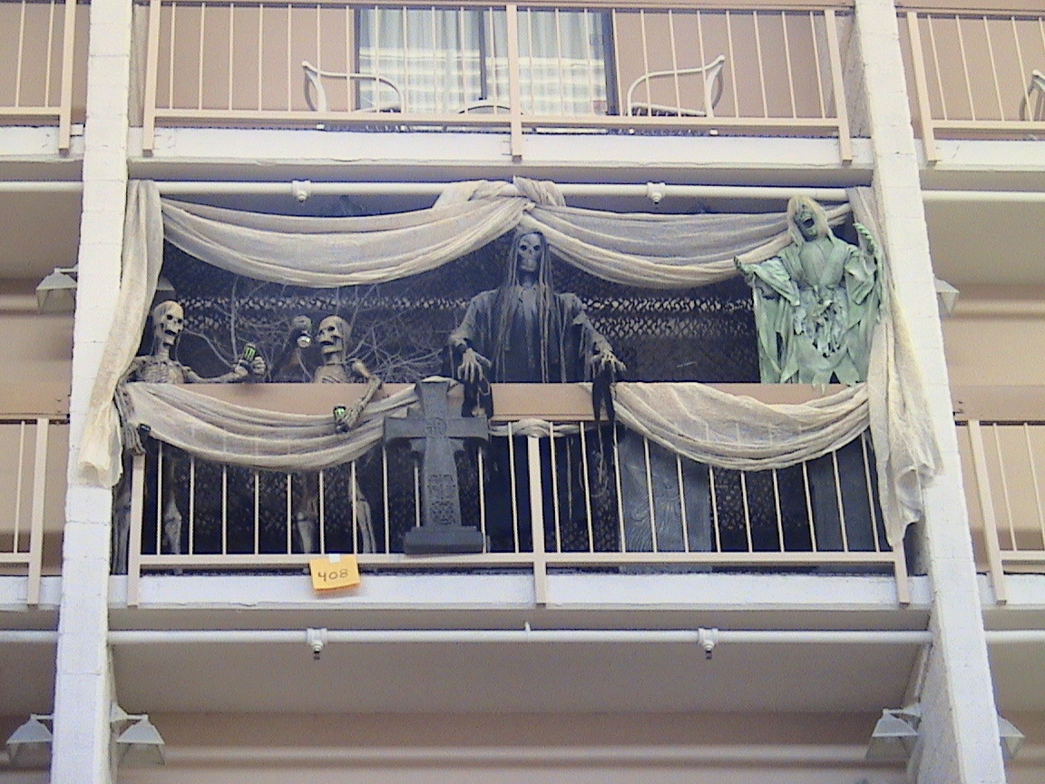 Apartment Halloween Decorating Ideas  8 awesomely easy ways to decorate your apartment balcony