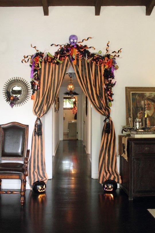 Apartment Halloween Decorating Ideas  Best 25 Indoor halloween decorations ideas on Pinterest