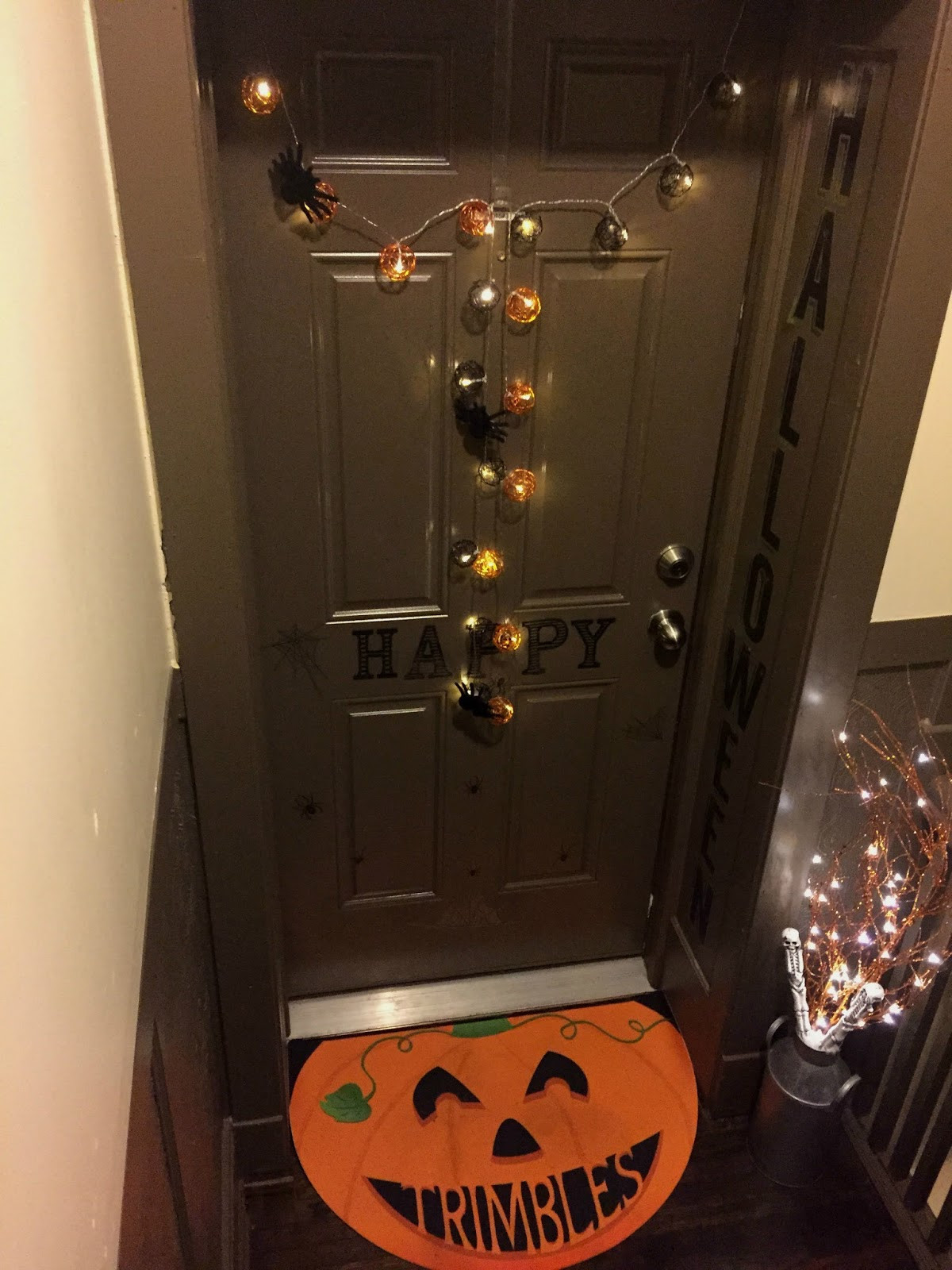 Apartment Halloween Decorating Ideas  Luxaholic Halloween At Your Door DecorateMyFlat • Curvatude