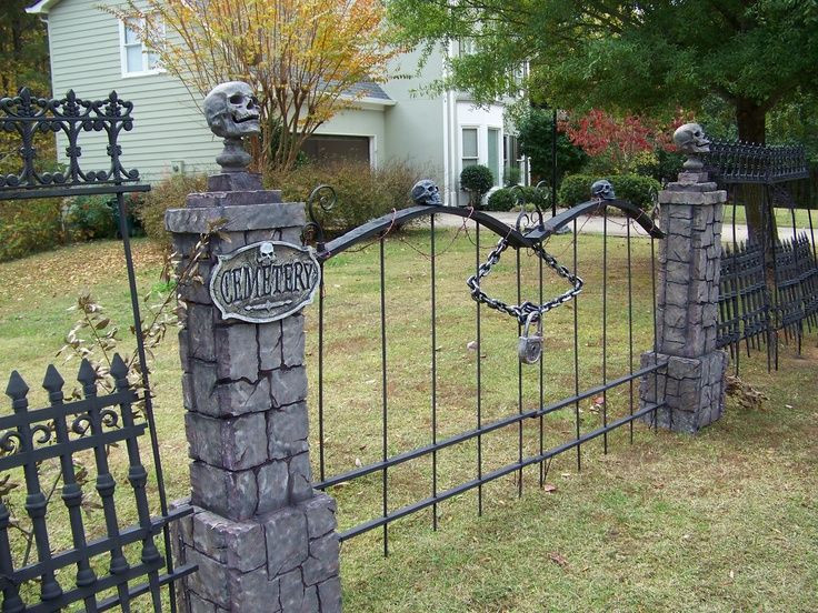 Cemetery Fence Halloween Prop  skull wood fence diy Google Search