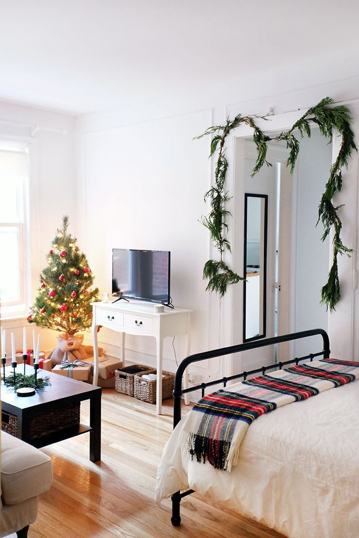 Christmas Decorations For Small Apartment  Best 25 Studio apartment layout ideas on Pinterest