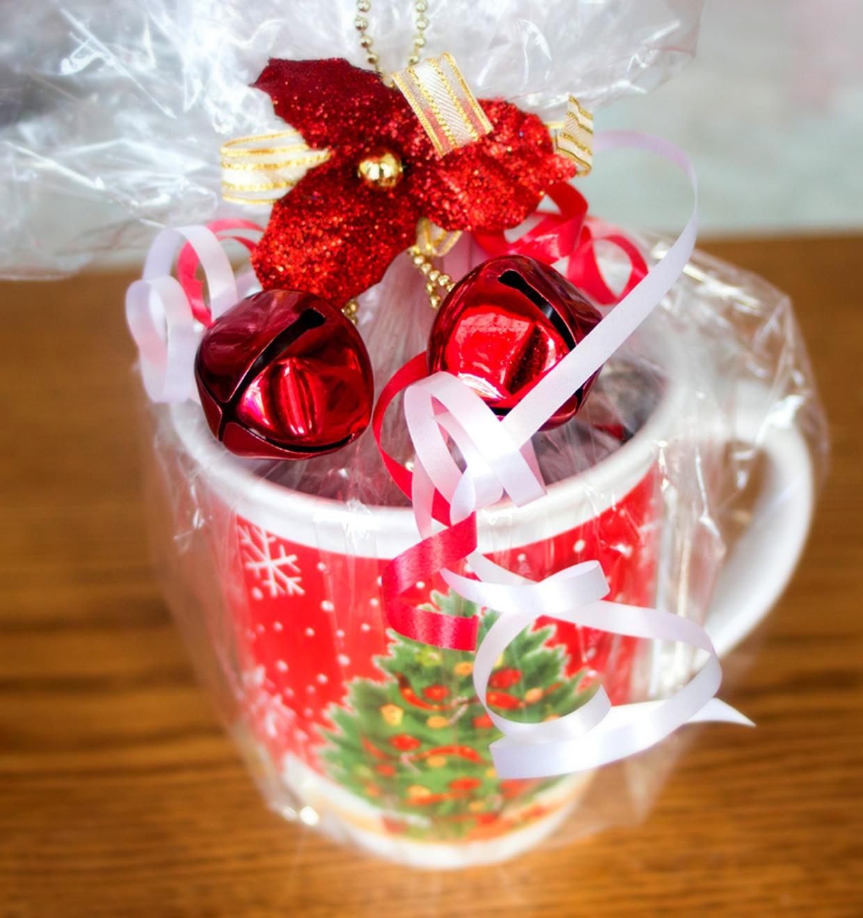 Christmas Mug Gift Ideas  Cake in a Mug DIY Holiday Gift Idea