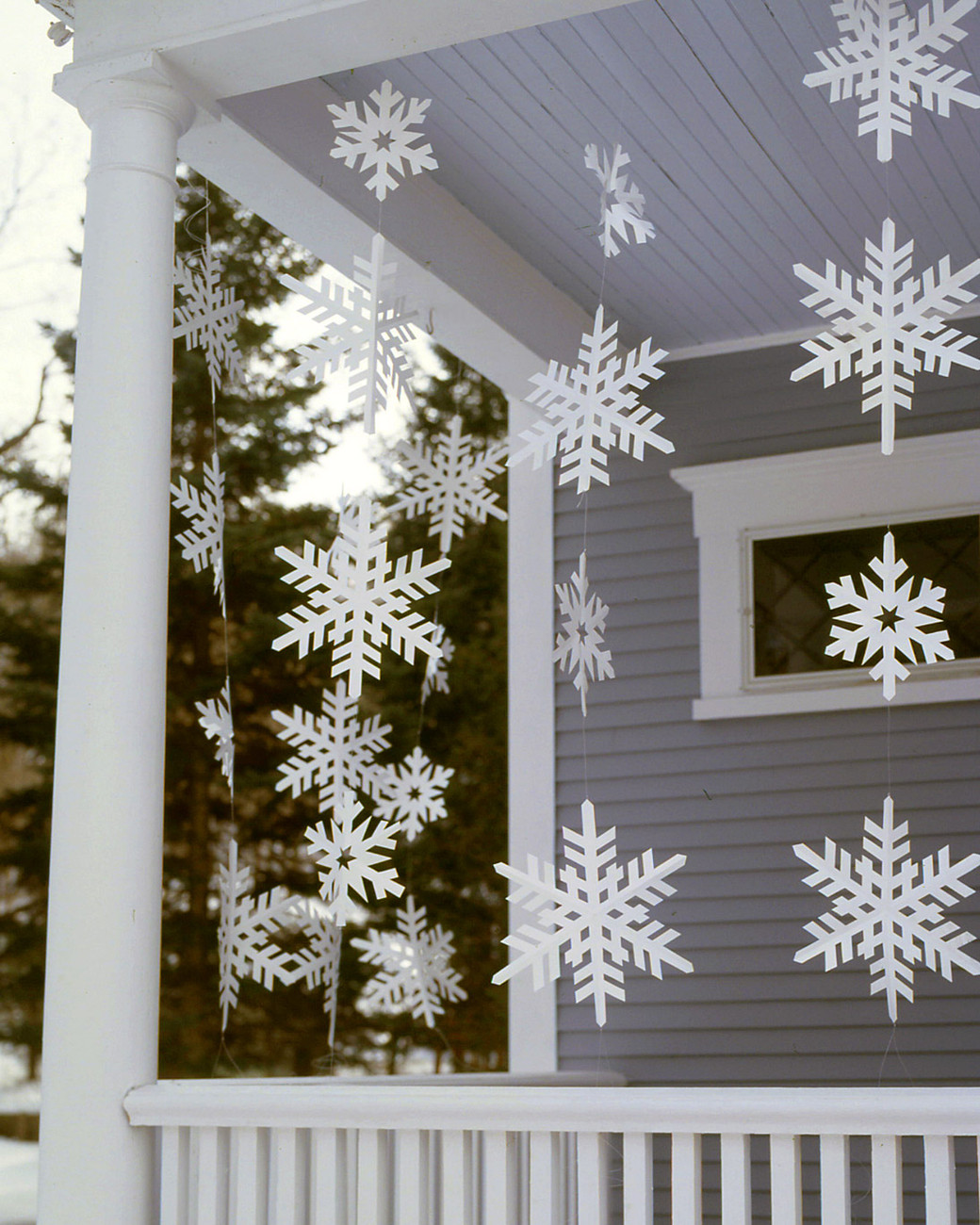 Christmas Porch Decor  20 DIY Outdoor Christmas Decorations To Start This Weekend