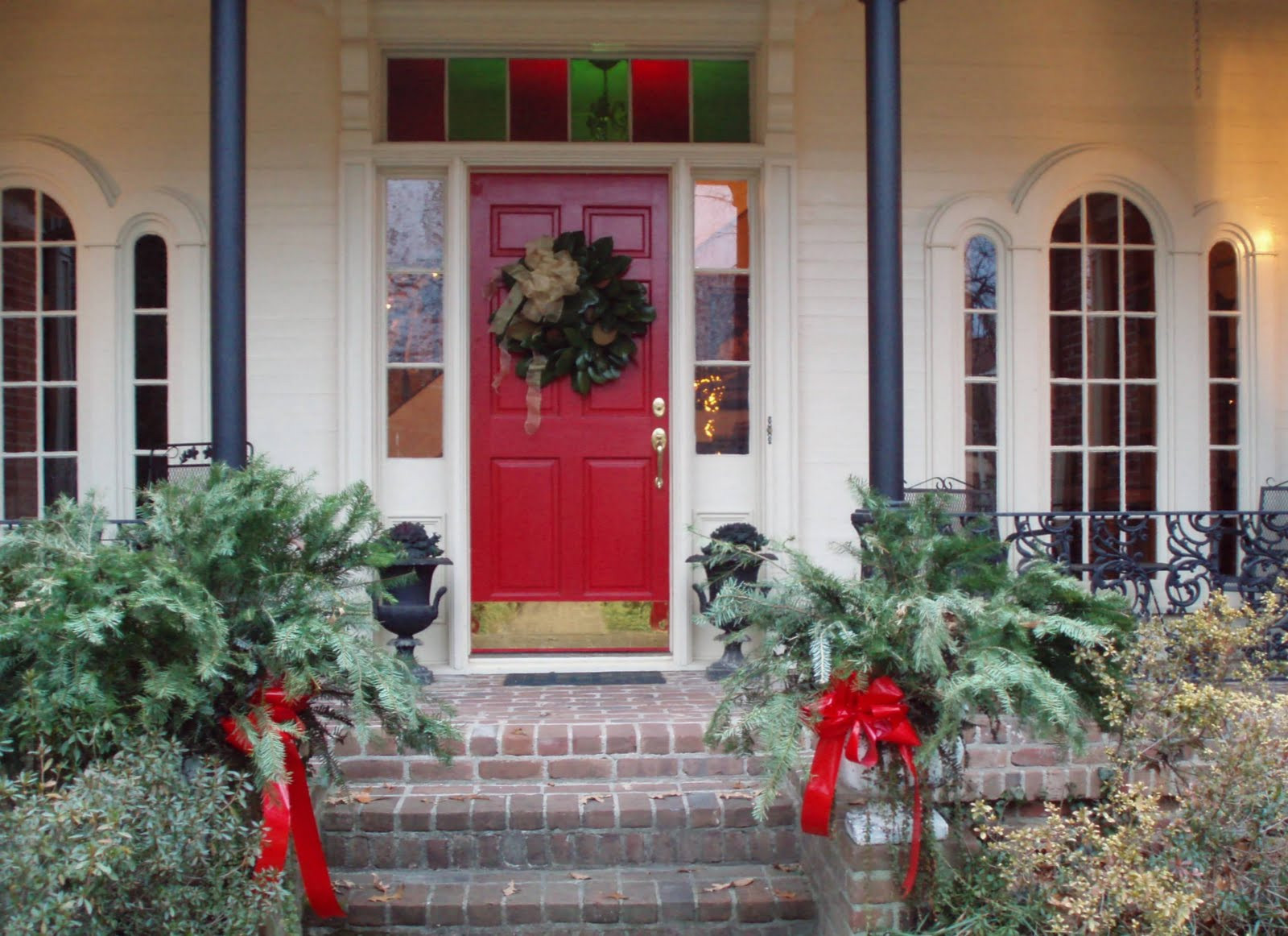 Christmas Porch Decor  Exciting White House Applying Red Entrance Door With Front