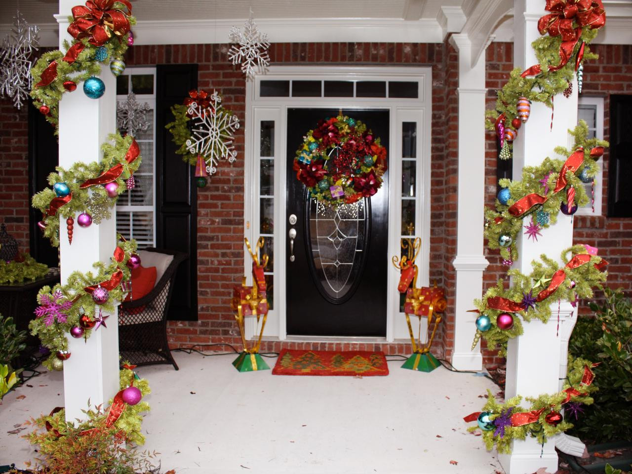 Christmas Porch Decor  Awesome Enrtry Way With Front Porch Christmas Decorations