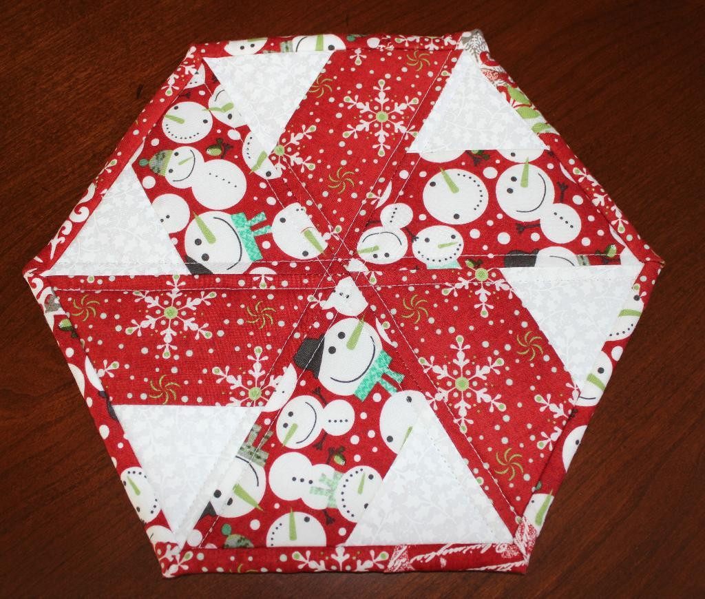 Christmas Table Runner  You have to see Christmas Peppermint Table Runner by