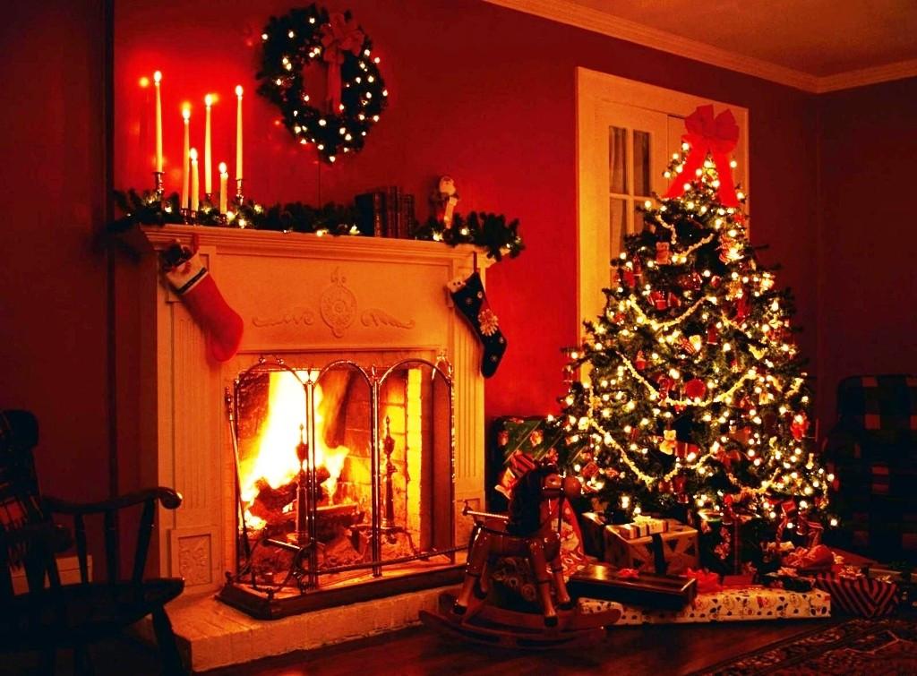 Christmas Tree By Fireplace  21 Amazing Christmas Fireplace Decor Ideas