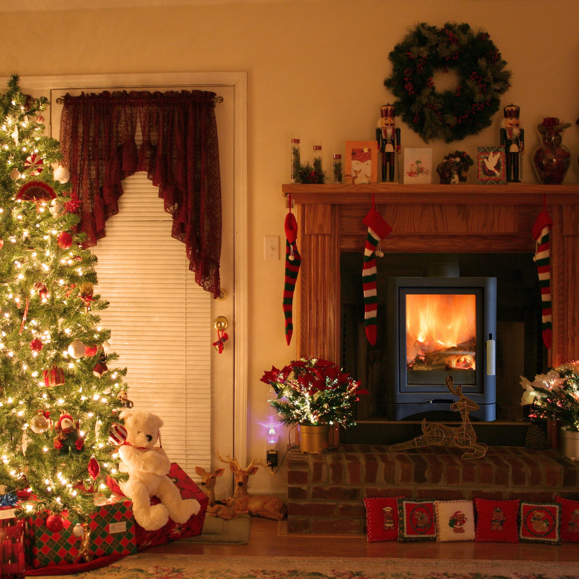 Christmas Tree By Fireplace  Christmas Fireplace Decoration – Interior Designing Ideas