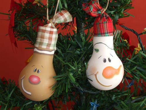 Cute DIY Christmas Decorations  30 easy DIY Christmas ornaments made from light bulbs