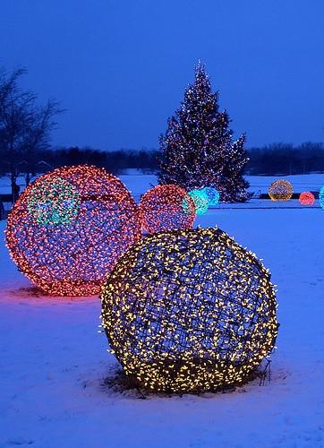 DIY Christmas Light Balls  DIY Christmas Light Decoration Ideas Outdoor Christmas