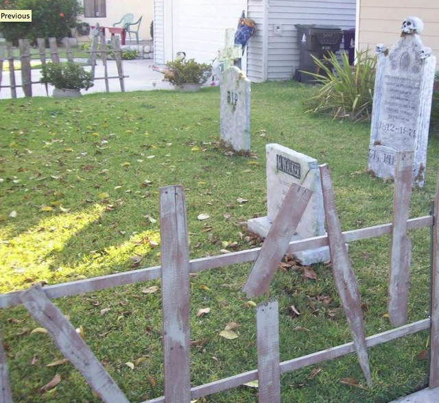 Diy Halloween Fence  17 Best images about Homemade haunted house on Pinterest