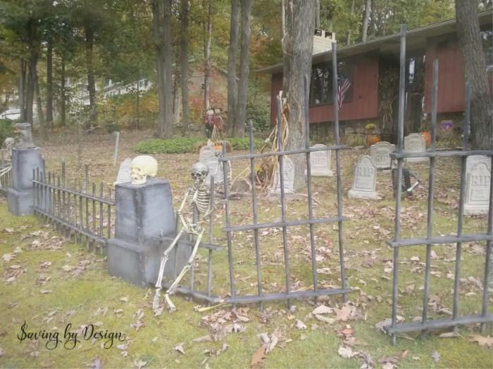 Diy Halloween Fence  DIY Outdoor Halloween Decorations