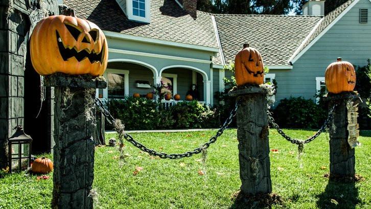 Diy Halloween Fence  How To DIY Pumpkin Fence Pillars