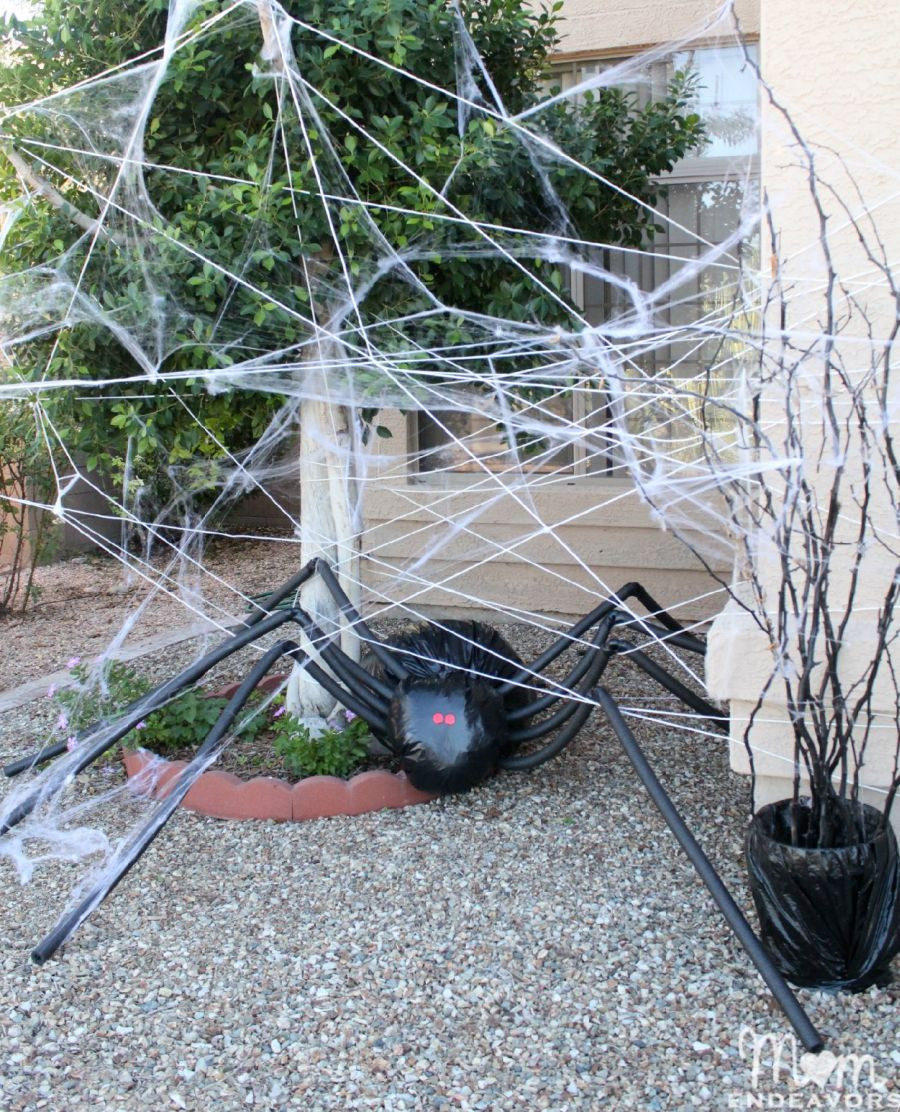 Diy Halloween Porch Decorations  DIY Halloween Decorations Spooky Spider Web And A Giant