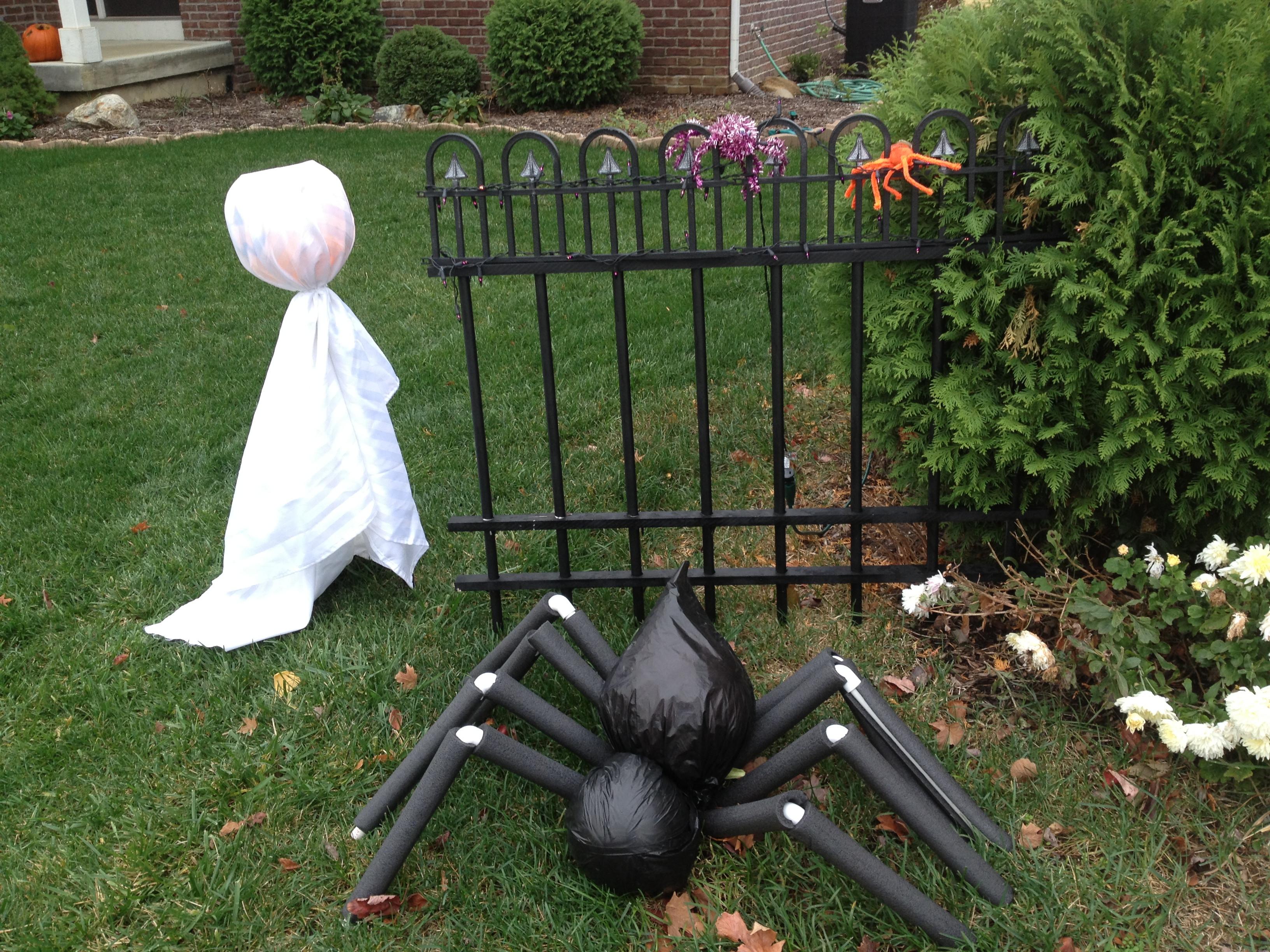 Diy Outdoor Halloween Decorations  DIY Grave Yard Fencing