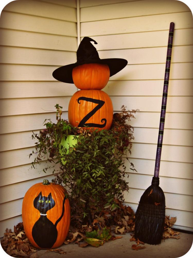 Diy Outdoor Halloween Decorations  25 Easy Halloween Decorations Ideas MagMent