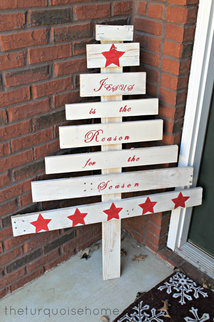 DIY Pallet Christmas Tree  13 Cool DIY Recycled Pallet Christmas Trees Shelterness