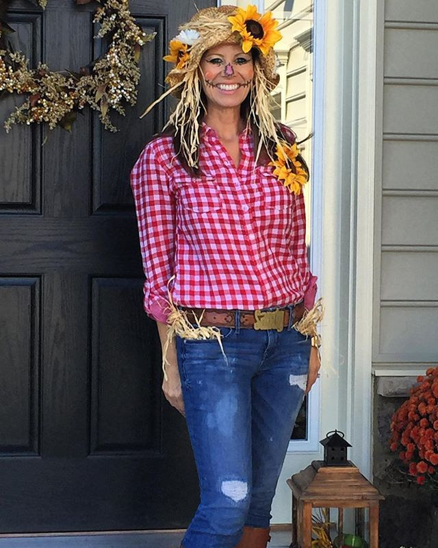 DIY Scarecrow Costume  43 Practically Free Halloween Costumes to DIY