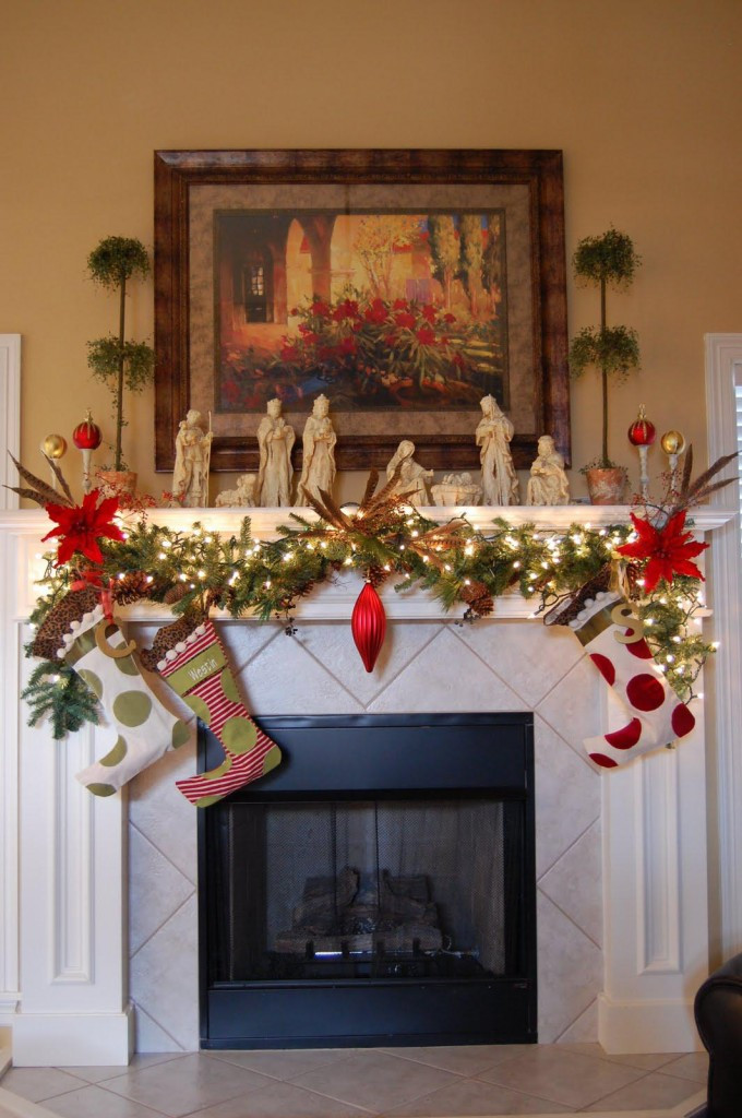 Fireplace Mantel Christmas Ideas  27 Christmas Fireplace Decoration Ideas To Try Feed