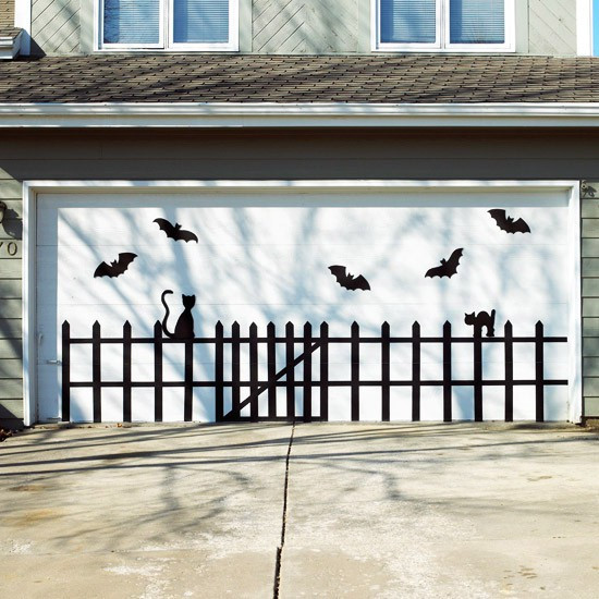 Garage Halloween Decorations  Show Me Crafting Outdoor Halloween Decor Ideas via Pinterest