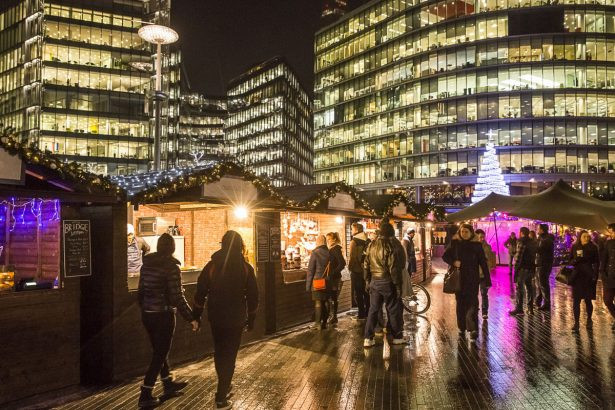 Great Bridge Christmas Parade  Things to do in London in January 2018