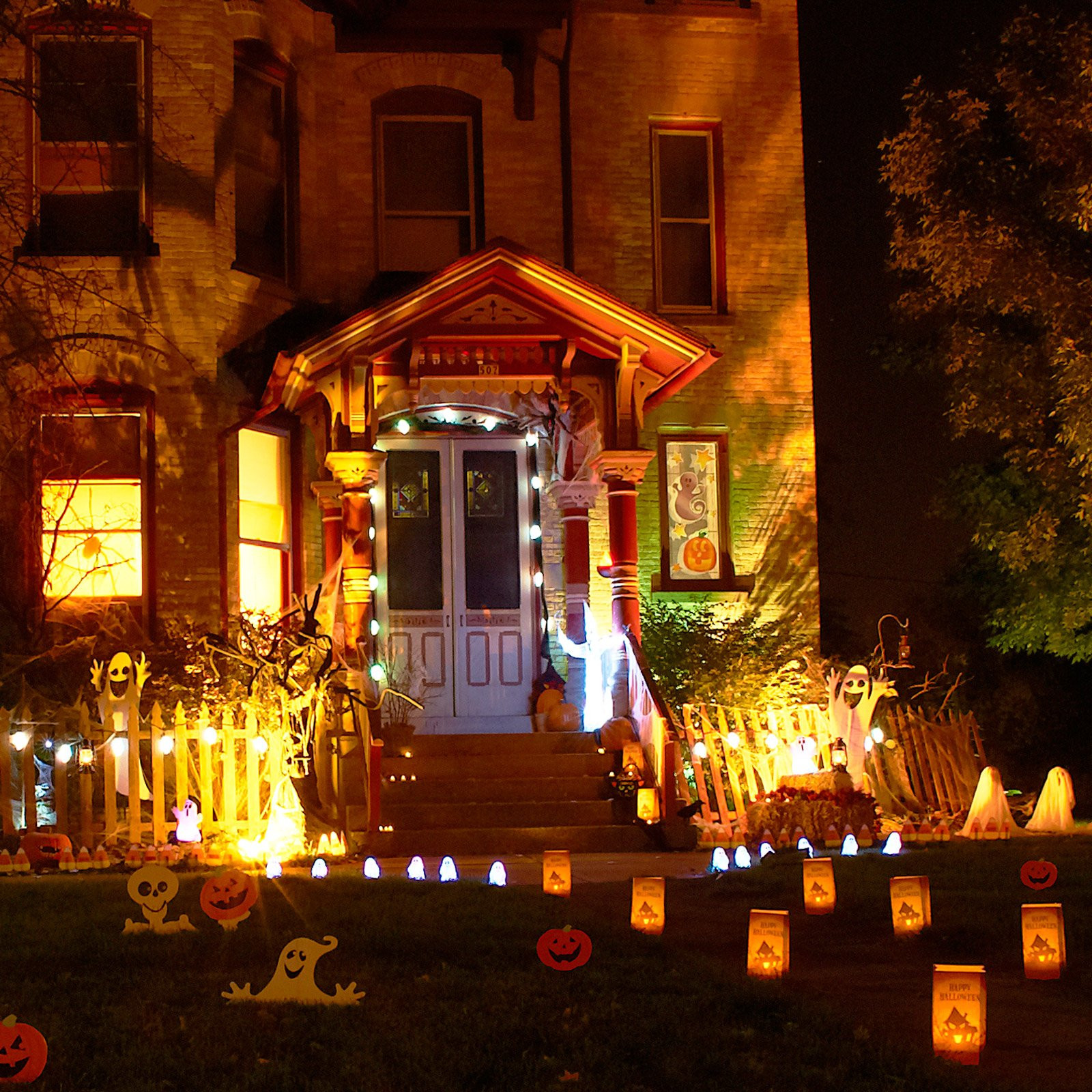 Halloween Decor Outdoor  11 Awesome Outdoor Halloween Decoration Ideas Awesome 11