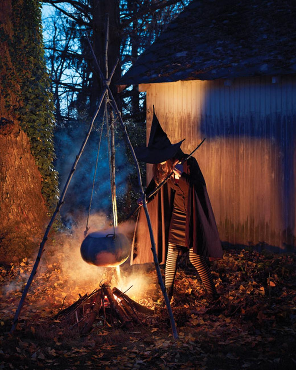 Halloween Decoration Outdoor  23 Festive Halloween Witch Decor DIY Ideas
