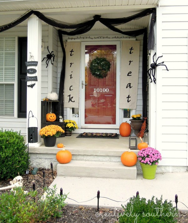 Halloween Front Porch Ideas  DIY Halloween Banner and Porch Decorating Ideas