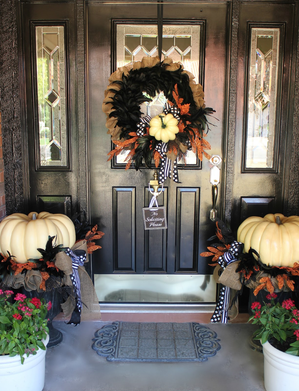 Halloween Front Porch Ideas  My Sister s Crazy PORCH DECORATIONS THAT EASILY