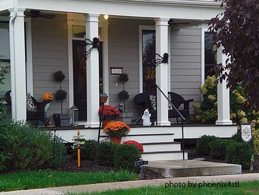 Halloween Front Porch Ideas  Halloween Porch Decorating Ideas Both Spooky and Fun