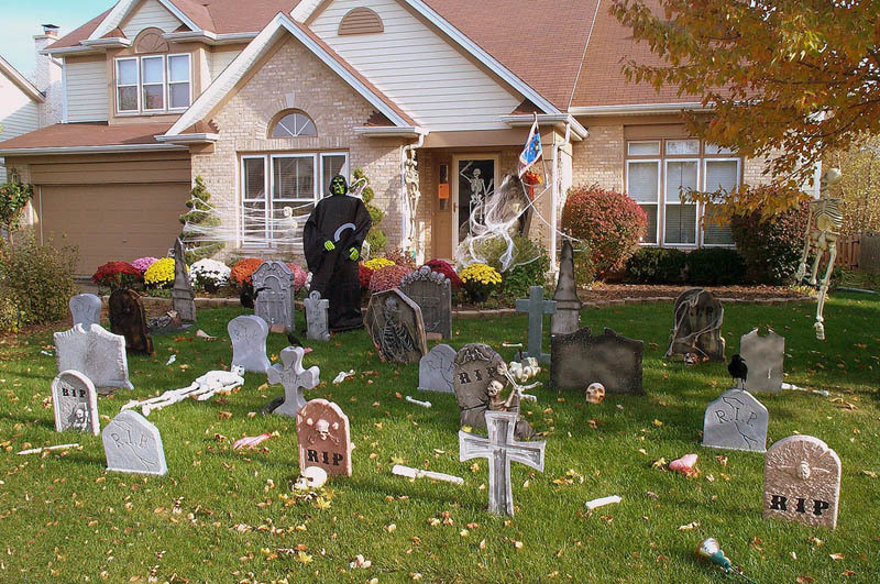 Halloween Outdoor Decorations  15 Awesome Front Yard Halloween Displays TwistedSifter