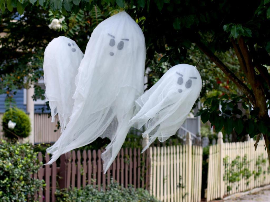 Halloween Outdoor Decorations  24 Indoor & Outdoor Tree Halloween Decorations Ideas