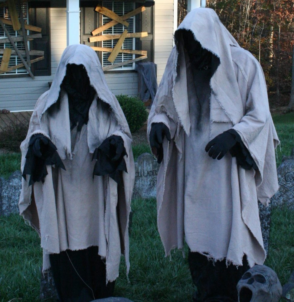 Halloween Outdoor Decorations  40 Funny & Scary Halloween Ghost Decorations Ideas