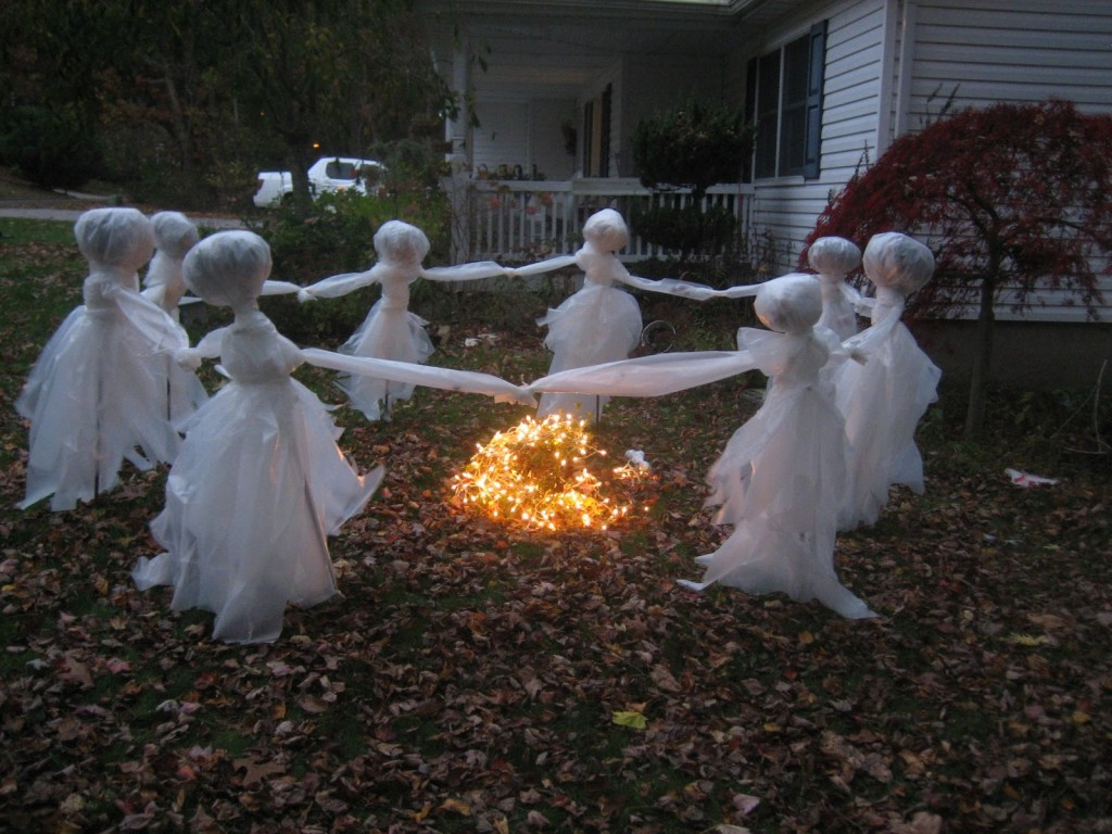Halloween Outdoor Decorations  20 Easy And Cheap DIY Outdoor Halloween Decoration Ideas