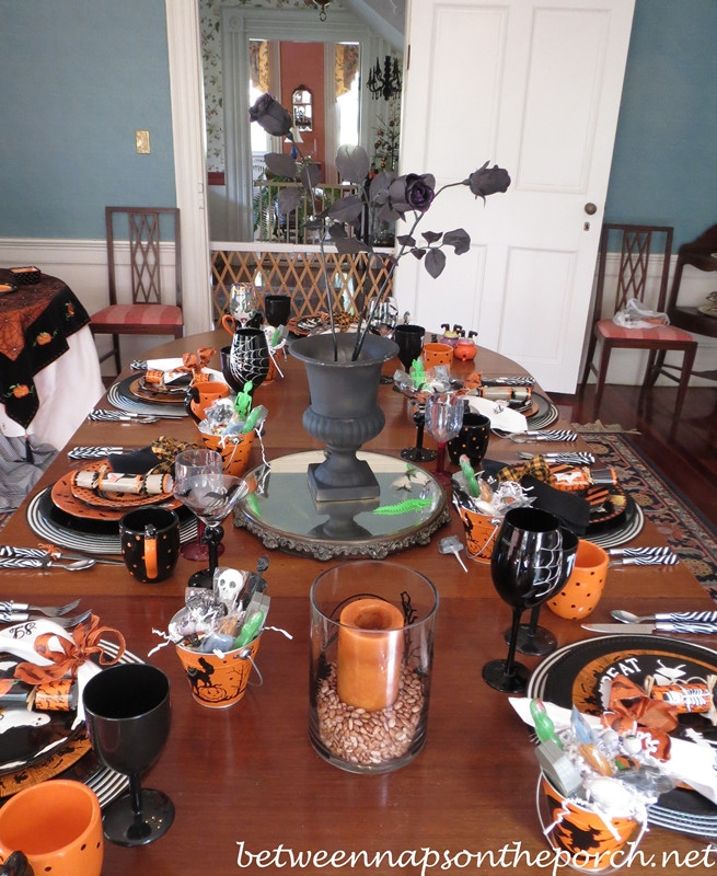 Halloween Table Settings  Halloween Table Setting Ideas