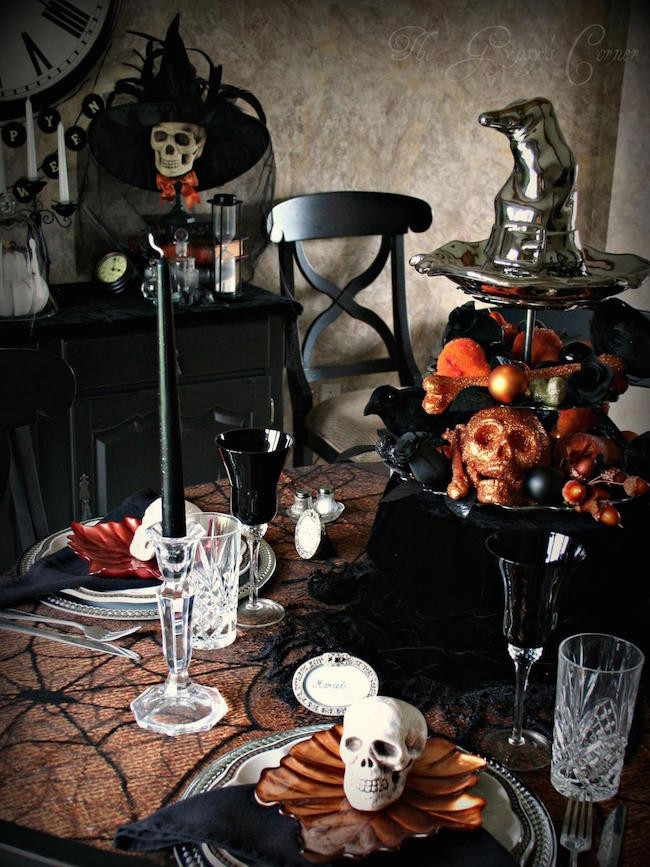 Halloween Table Settings  20 Halloween Inspired Table Settings to Wow Your Dinner
